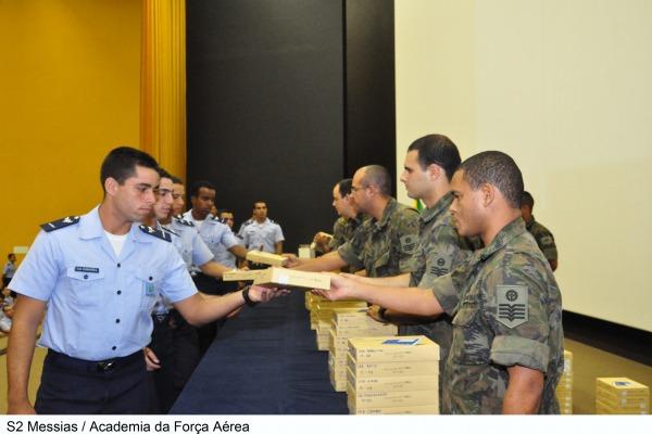 Cadetes da Academia da Força Aérea vão ter o auxílio de tablets nas atividades diárias