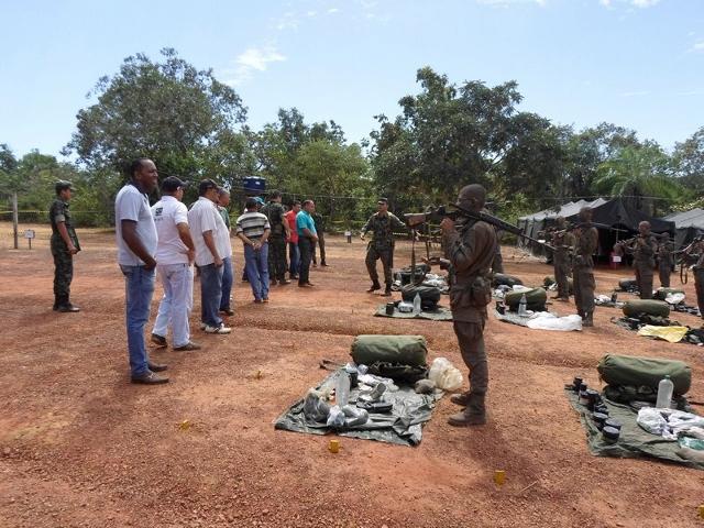 58º Batalhão de Infantaria Motorizado recebe visita de militares da reserva ativa e pioneiros