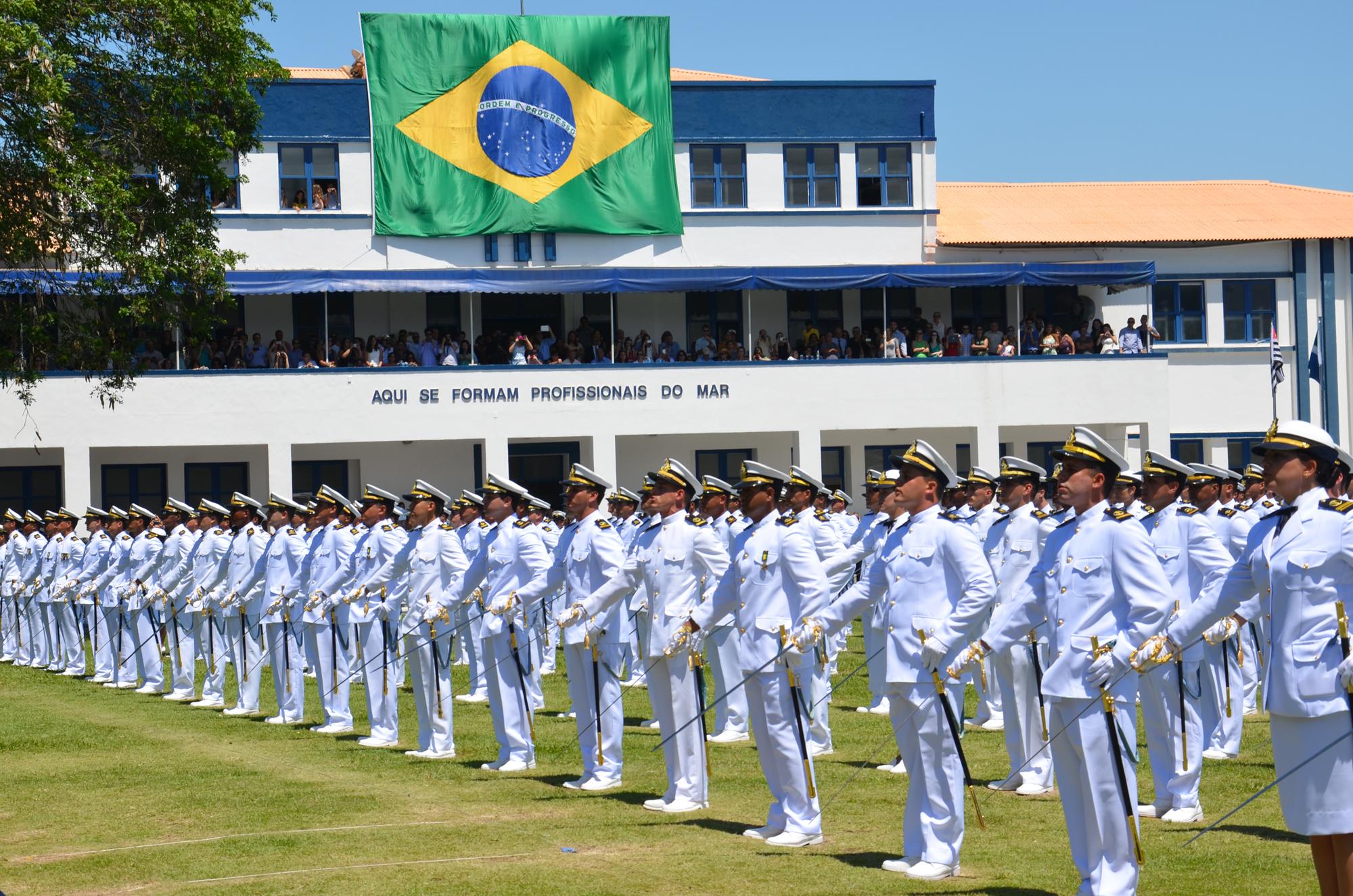 Marinha do Brasil libera três editais para nível superior