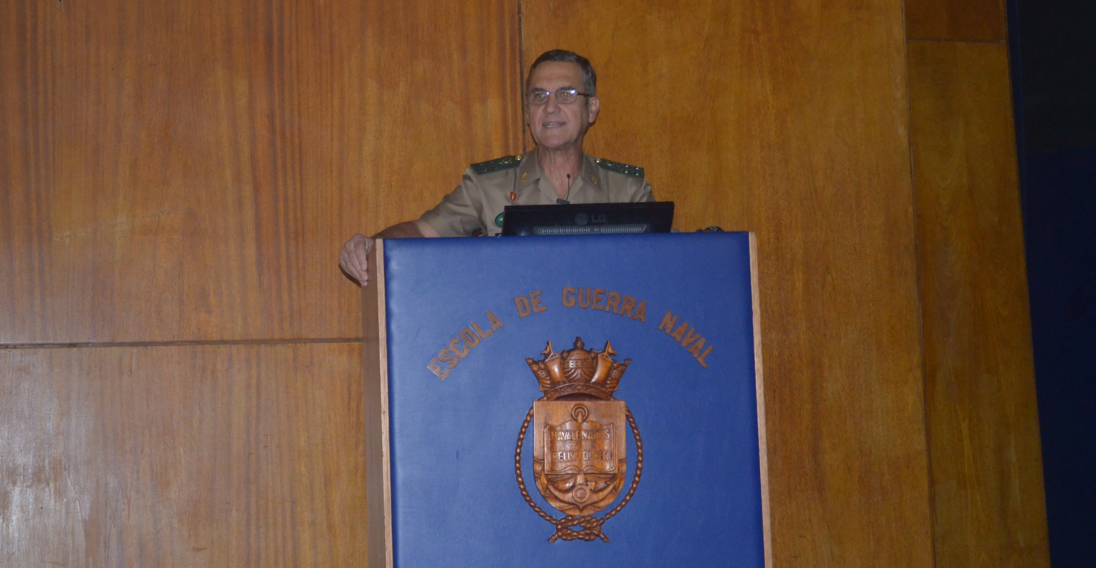 Comandante do Exército Ministra Aula Para o Curso Superior de Defesa