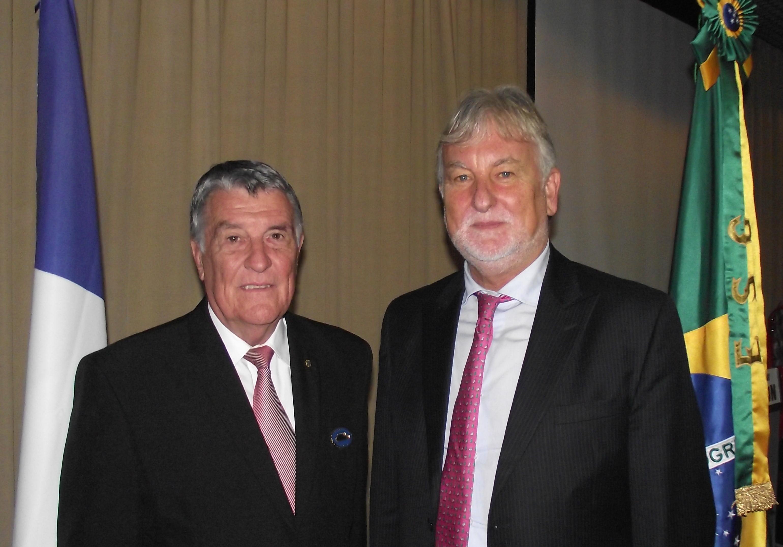 Embaixador da França Participa de Colóquio Internacional na ESG