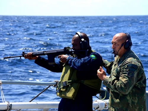 Militares da Guiana e Suriname chegam à Belém (PA) para estágio na Marinha do Brasil