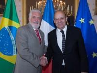 Ministro Wagner com o colega da Defesa, da França, Jean-Yves Le Drian.