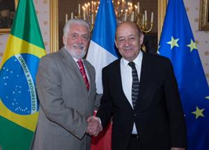 Ministros da Defesa do Brasil e da França discutem ações para aprimorar parcerias estratégicas