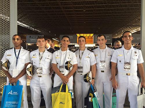 Alunos do Colégio Naval visitam a LAAD 2015