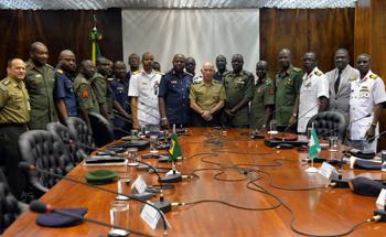 Comitiva da Nigéria conhece áreas de Segurança e Defesa brasileiras