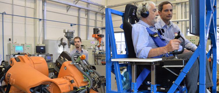 Ministro testa Simulador de Voo de Plataforma Robótica (Sivor)
