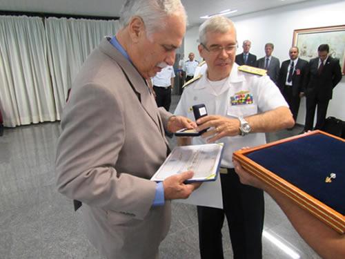 Vice-Presidente Executivo da ABIMDE recebe Diploma de Intendente Honorário no COM8ºDN