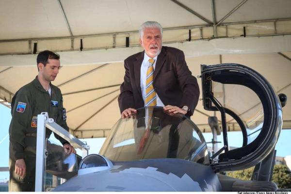 Ministro da Defesa garante aquisição dos caças