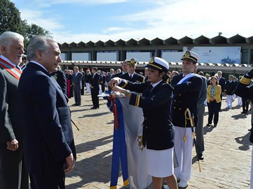 Centro de Controle de Inventário da Marinha recebe a comenda da Ordem do Mérito Naval