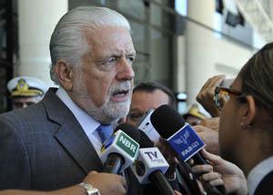 """""""Estamos levantando bem alto a bandeira do Brasil ao lado da bandeira da paz"""", diz Jaques Wagner"""