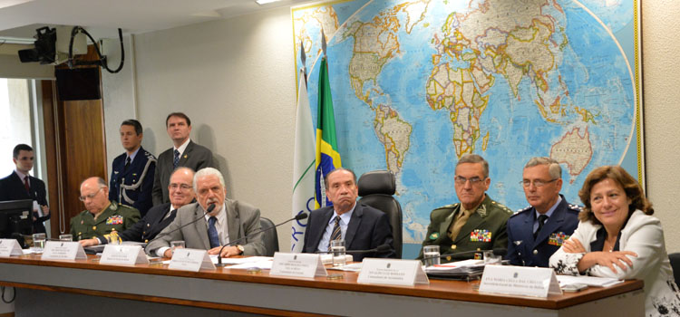 Ministro anuncia redução de tropas no Haiti e uso das Forças Armadas apenas em ação emergencial