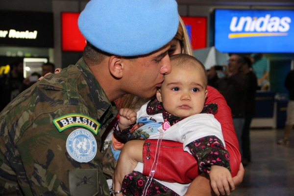 Militares do Rio Grande do Sul e de Santa Catarina retornam ao Brasil