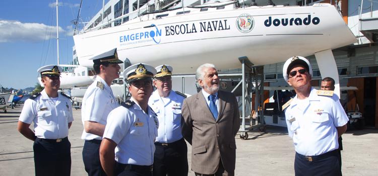 Em visita à Escola Naval, Jaques Wagner conhece tecnologias empregadas para instrução dos alunos