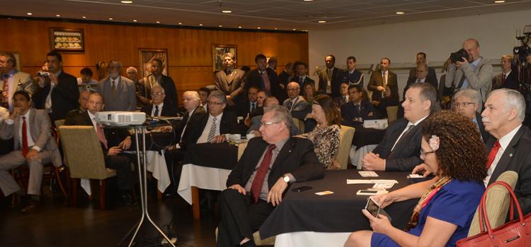 A Frente Parlamentar Mista da Defesa Nacional é composta por 200 parlamentares, entre deputados e senadores