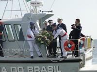 """Lançamento de coroa de flores na Lagoa dos Patos a bordo da Lancha """"Anchova"""""""