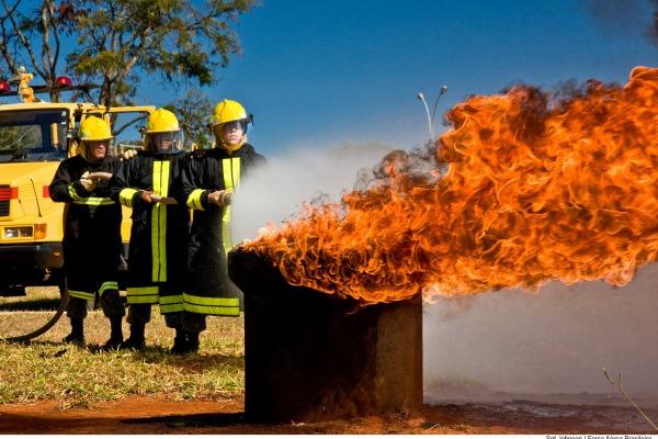 Você sabia que a FAB tem especialistas bombeiros de Aeronáutica?