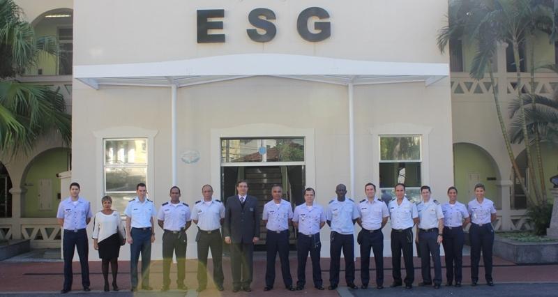 ESG Recebe a Visita de Oficiais das Nações Amigas da ECEMAR