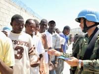 Militares brasileiros são conhecidos muldialmente pela desenvoltura com que combinam funções militares com atividades sociais e de cunho humanitário