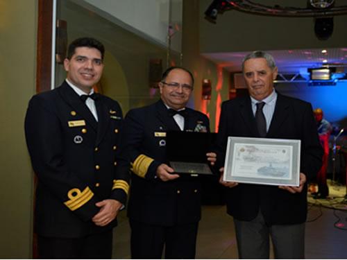 Sociedade Amigos da Marinha do Litoral Norte presta homenagem a Marinha do Brasil