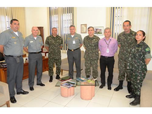 Hospital Naval Marcílio Dias recebe visita do Diretor de Educação Superior do Exército Brasileiro