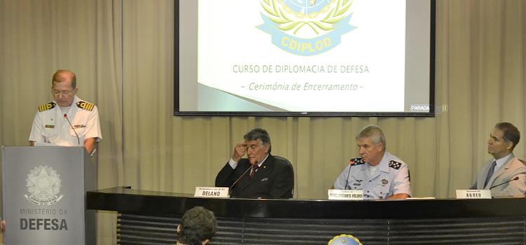 Militares concluem 1º Curso de Diplomacia de Defesa da Escola Superior de Guerra