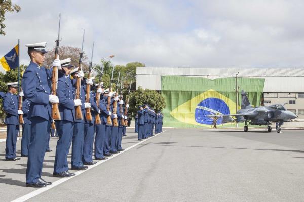 Veja o vídeo da solenidade de entrega da Medalha Mérito Santos-Dumont no DF