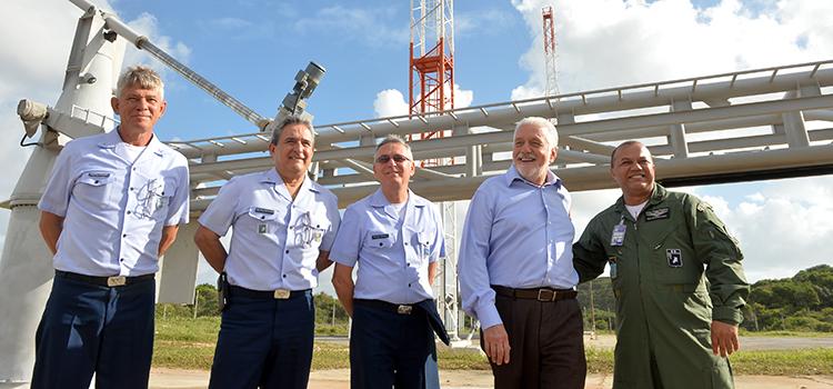 Ministro Wagner visita organizações militares da Força Aérea Brasileira em Natal