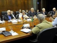 O diretor do DEPROD, brigadeiro José Crepaldi, explica sobre acordos bilaterais e decisões estratégicas entre os governos.