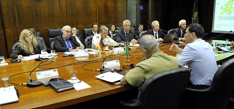 Comitiva alemã veio ao Brasil tratar de assuntos de defesa
