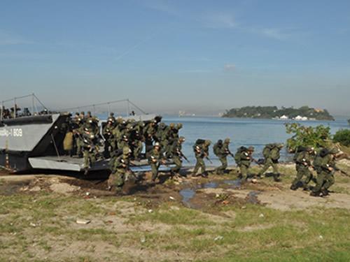 """Fuzileiros Navais recebem Aspirantes do 2º ano da Escola Naval para a """"CALOUREX-2015"""""""