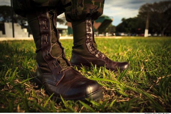 PARA-SAR ministra curso básico de paraquedismo militar