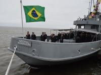 Tripulação realiza último Cerimonial à Bandeira a bordo do Navio