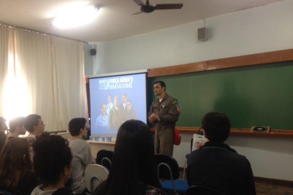 FAB expõe formas de ingresso em feira de profissões em Santa Catarina