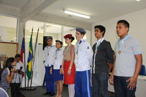 Escola Brigadeiro Camarão recebe 12 medalhas da Olimpíada Brasileira de Matemática