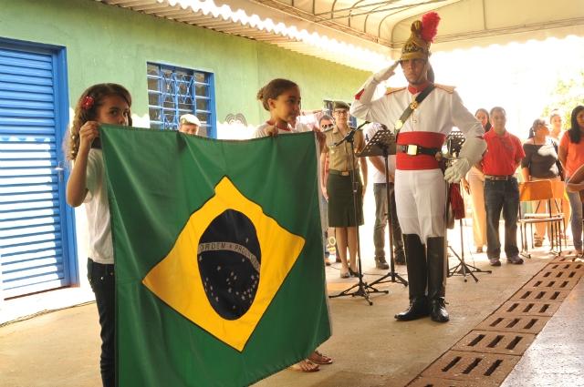 Momento cívico: presença do Exército nas escolas