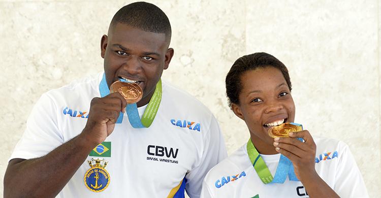 A cerimônia foi marcada por selfies entre os atletas