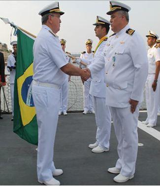 Comandante da Marinha condecora CV Barroso
