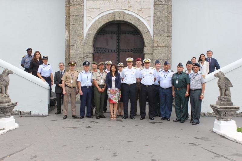 Curso Avançado de Defesa Sul-Americano visita a Escola Naval