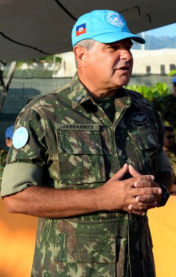 O general brasileiro comandava a missão de paz no Haiti