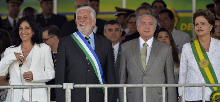 Jaques Wagner acompanha o desfile de Sete de Setembro ao lado da Presidenta Dilma e do vice Michel Temer
