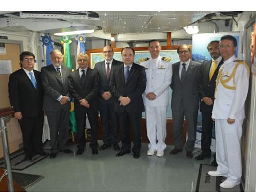 """Navio-Escola """"Brasil""""atraca em Lisboa e participa de compromissos protocolares"""