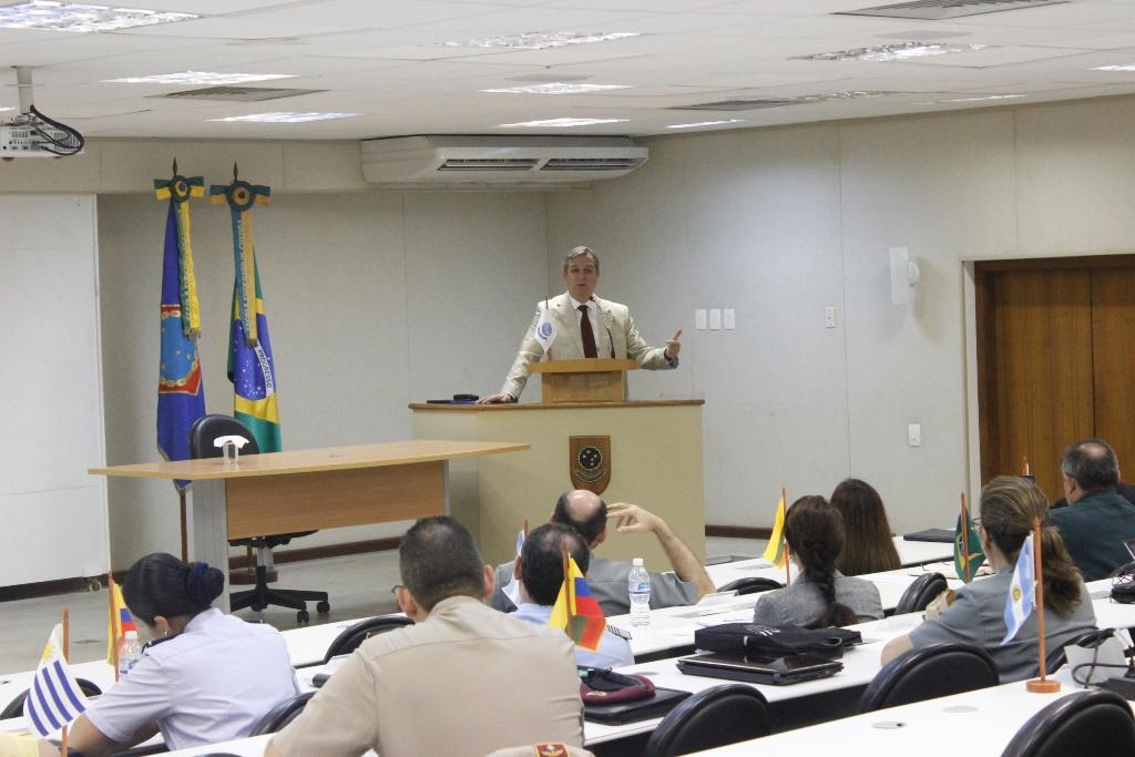 Subsecretário de Defesa do Chile Faz Palestra Para CAD-SUL