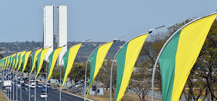 A Esplanada dos Ministérios se prepara para receber o desfile do Dia da Pátria