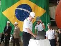 Comandante da Marinha acionou o alarme de imersão dando início à transferência da última seção do casco resistente