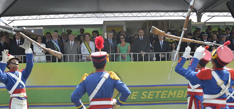 Coronel Nestor, veterano da 2ª Guerra Mundial, foi homenageado na formatura cívico-militar pelos 70 anos da vitória do país na Itália