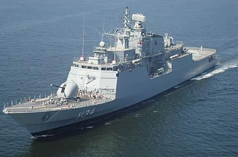 Navio da Marinha do Brasil realiza resgaste de 220 migrantes no Mar Mediterrâneo
