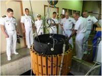 Almirante-de-Esquadra Leal Ferreira visita os Grupos de Pesquisa do IPqM