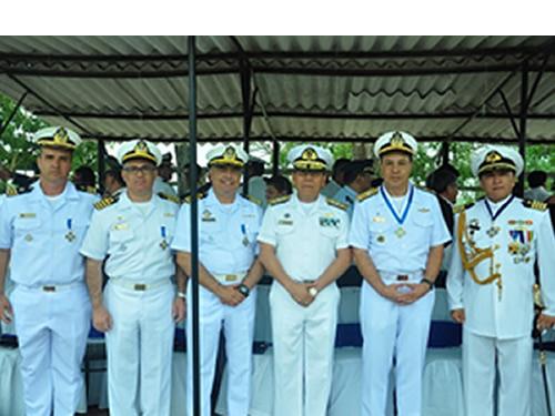 Militares da Marinha do Brasil são homenageados pela Armada Boliviana