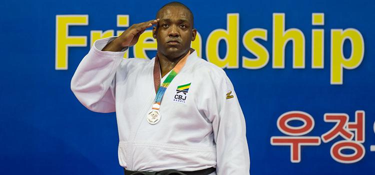 O judoca Walter Costa dos Santos (mais de 100 kg) garantiu a medalha de prata nos 6º JMM (Foto: Sargento Johnson Barros / FAB)